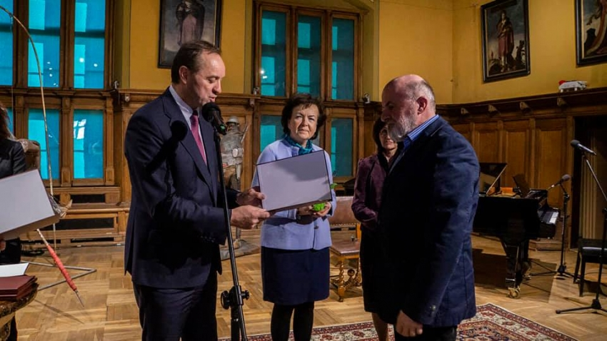 Stypendia marszałka dla twórców kultury. Nagrodzony doktor Andrzej Kasperek.