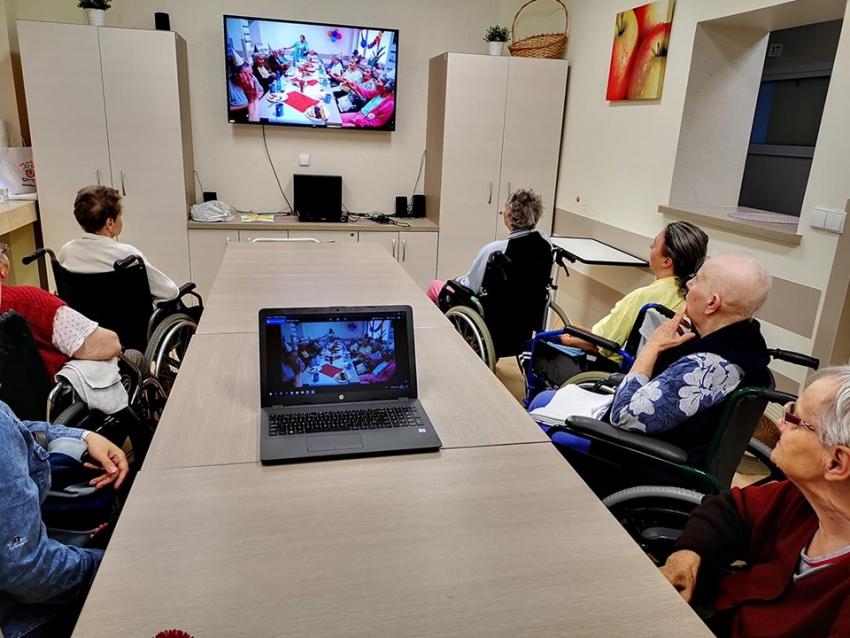 Podopieczni Zakładu Opiekuńczo-Leczniczego w Nowym Dworze Gdańskim otrzymali laptopa.
