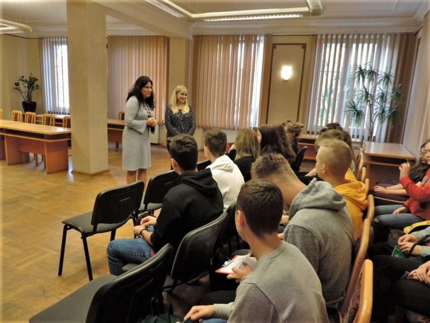 Nowy Dwór Gd. Licealiści poznawali Starostwo Powiatowe.