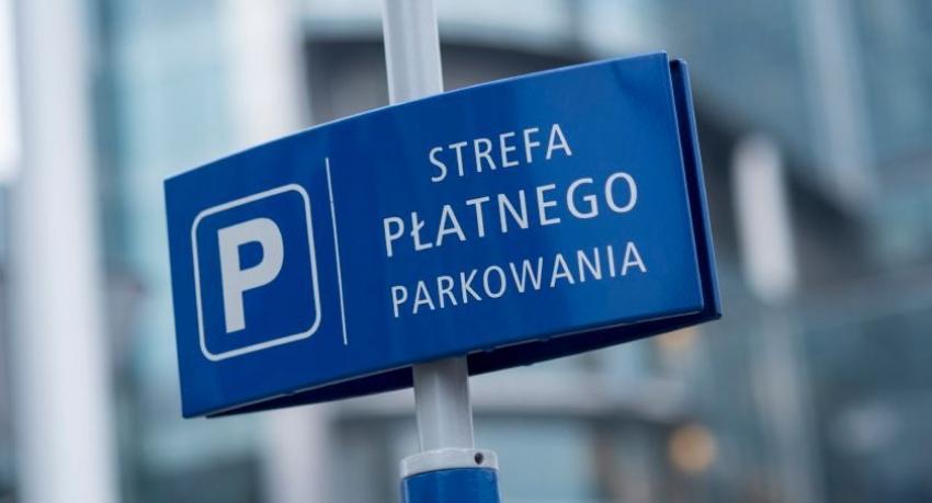 Strefa płatnego parkowania w Stegnie od 1 czerwca do 31 sierpnia.