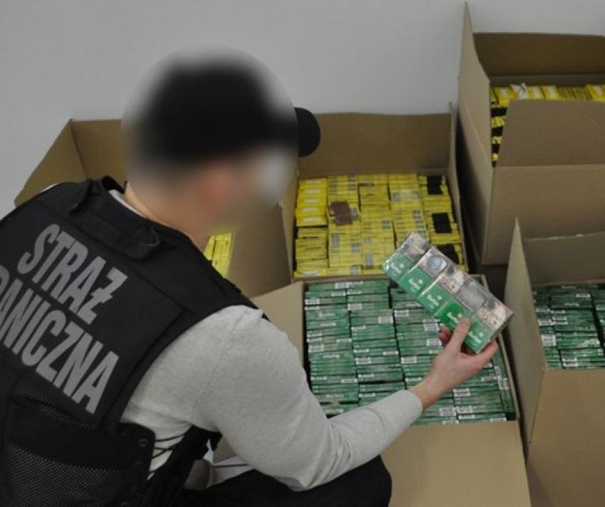Strażnicy Graniczni przechwycili nielegalne papierosy w Elblągu.