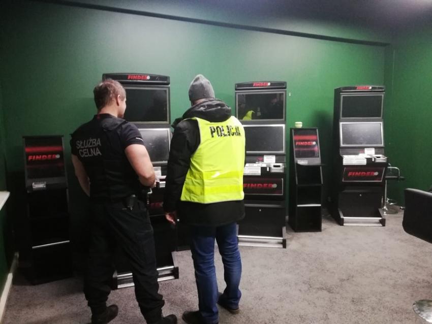Nowy Dwór Gdański. Zabezpieczone automaty do gier oraz alkohol.