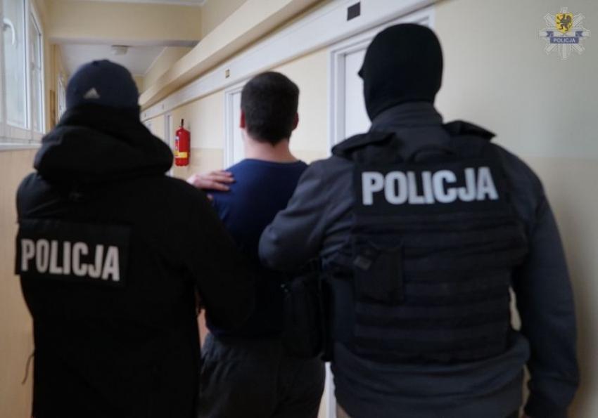 Napadli na konwojenta i ukradli ponad 60 tysięcy złotych! Podejrzani zatrzymani.