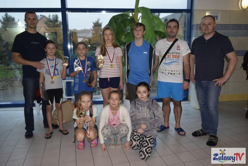III Otwarte Mistrzostwa Pływackie Gmina Stegna. Wręczenie medali.