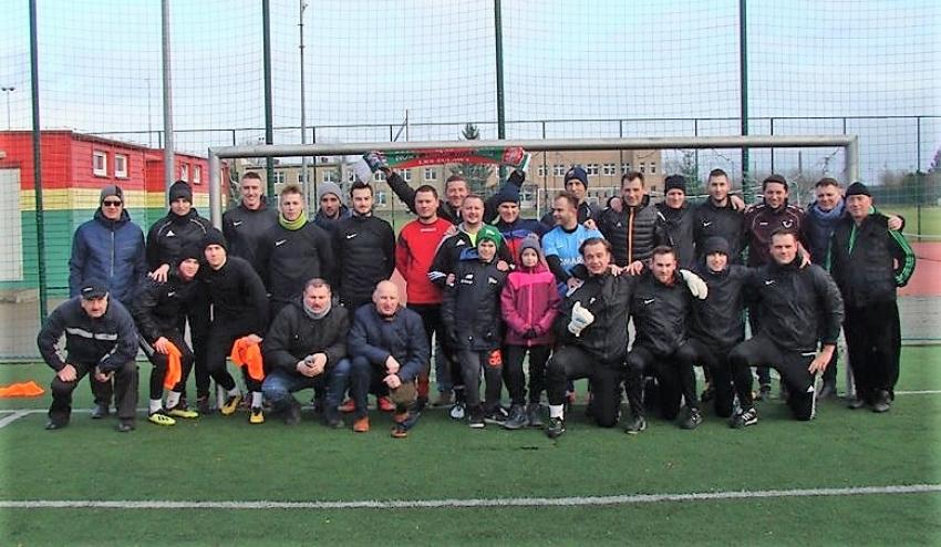 Nowy Dwór Gd. Piłkarze oraz działacze LKS Żuławy  powitali na boisku Nowy Rok.