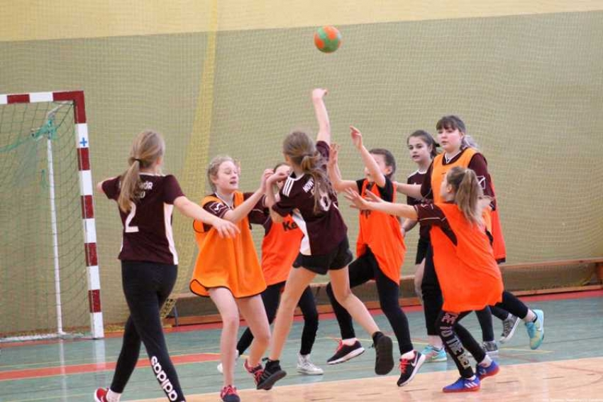 Sztutowo. Mistrzostwa Powiatu w Mini Piłce Ręcznej Dziewcząt.