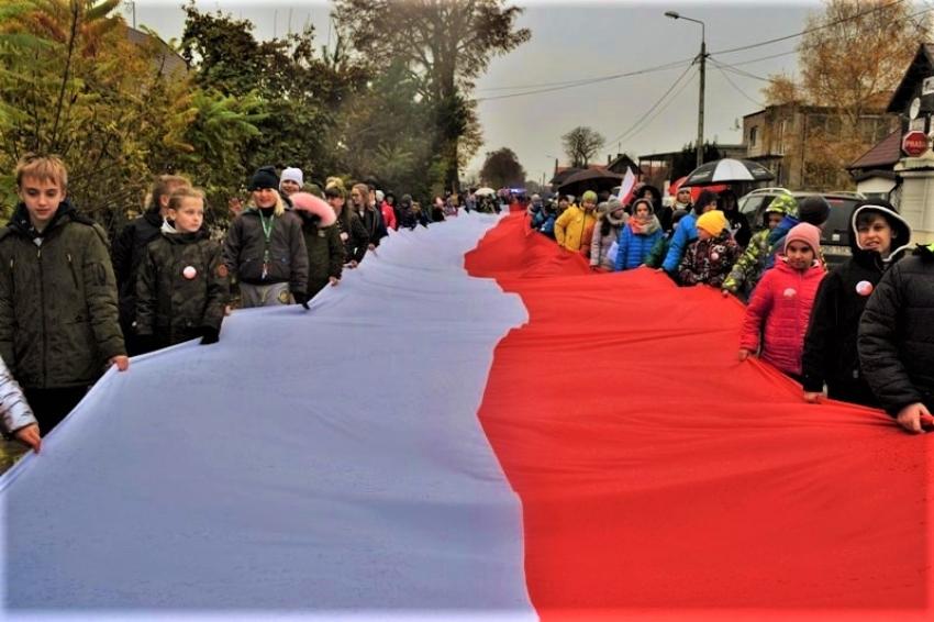 Święto odzyskania Niepodległości w Sztutowie. Maszerowali z biało-czerwoną.
