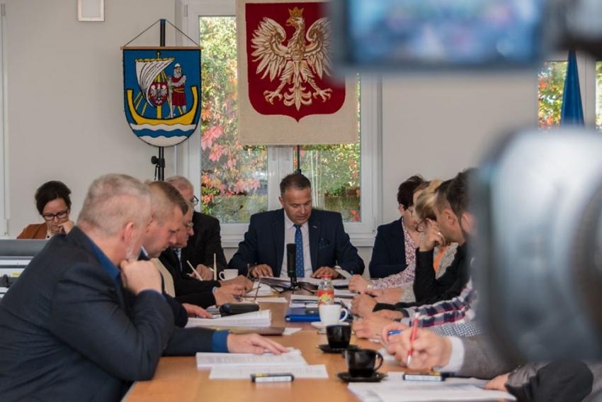 IX Sesja Rady Gminy Stegna (Pełne nagranie)  -  3.10.2019