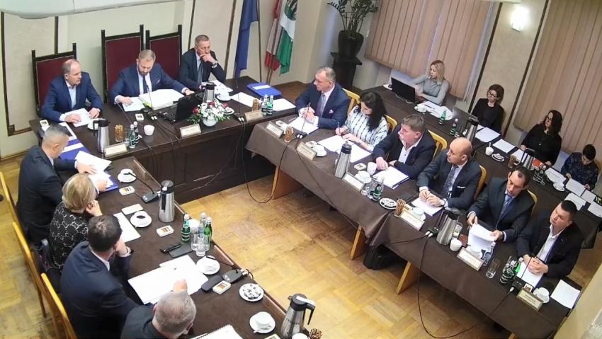 IX sesja Rady Powiatu w Nowym Dworze Gdańskim. Nagranie wideo.