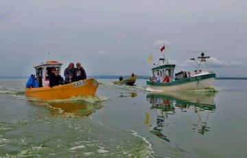 Dzień Rybaka. Tradycyjne święcenie łodzi i rejs po zalewie wiślanym [Zdjęcia, wideo]
